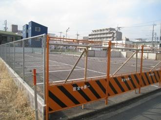 敷地東側の閉鎖された駐車場
