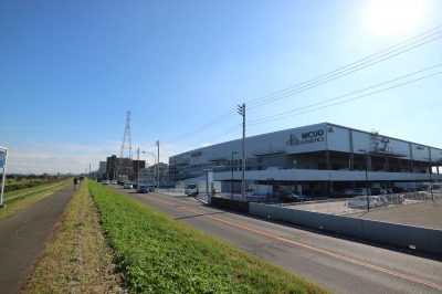 多摩沿線道路と物流施設