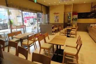 初のカフェ形態「武蔵小杉店」の客席