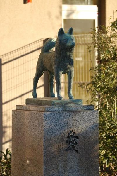 「愛」の銅像