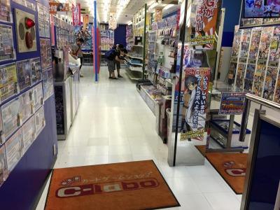 多くの店舗で「アニメイト」と同居する「カードラボ」