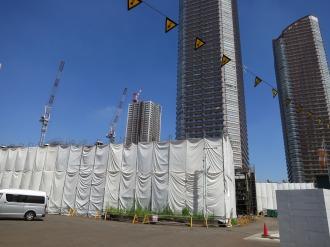 綱島街道から見た玉川製造所とパークシティ武蔵小杉
