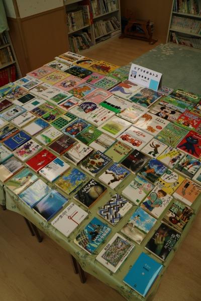 寄贈された110冊の本