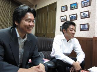 田中伸一理事長(右)と松川正二郎支部長(左)