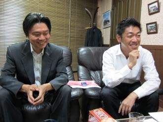 田中理事長(右)と松川支部長