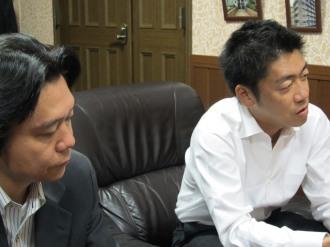 田中理事長(右)と松川支部長(左)