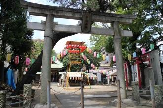 盆踊り大会の準備が進んだ市ノ坪神社
