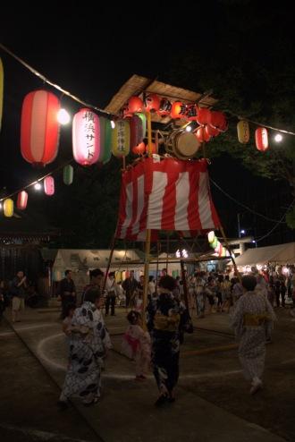 盆踊り大会開催中