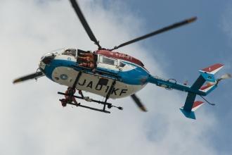 ミッドスカイタワーに近づく消防ヘリ