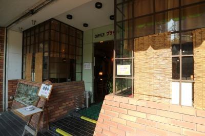1階路面の「喫茶ブラジル」