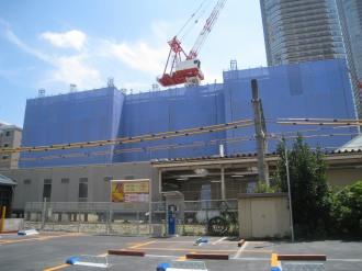 ブリリア武蔵小杉と横須賀線武蔵小杉駅連絡通路