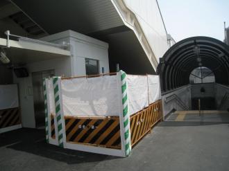 人道地下通路の入口(南側)