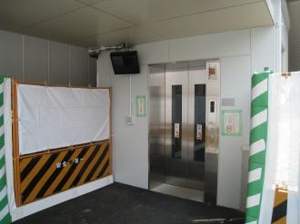 人道地下通路のエレベーター(南側)