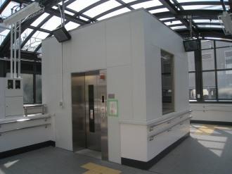 人道地下通路のエレベーター(北側)