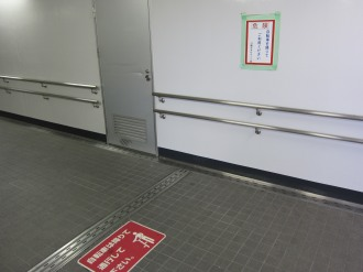 スロープ下、水平トンネル部分
