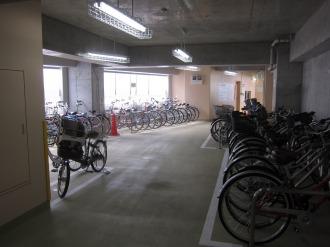 東急元住吉駅西口駐輪場の内部