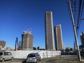 綱島街道から見たシティタワー武蔵小杉建設予定地