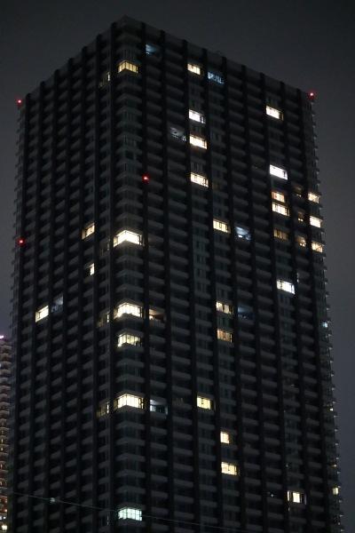 入居がスタートして灯りがともったシティタワー武蔵小杉