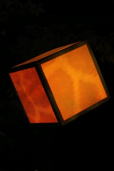キューブ型の照明