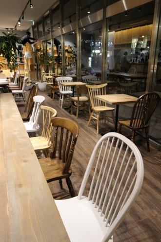 「COSUGI CAFE」の店内