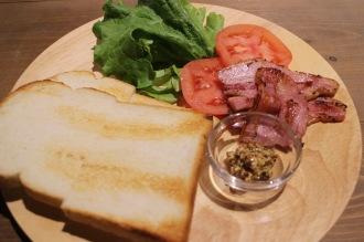 「組み立てるサンドイッチ:BLTサンド」