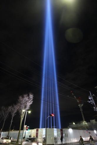 いくつもの光を束ねた「COSUGI TOWER OF LIGHT」