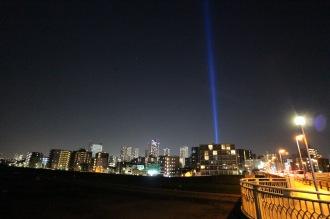 遠くからでも見える「COSUGI TOWER OF LIGHT」