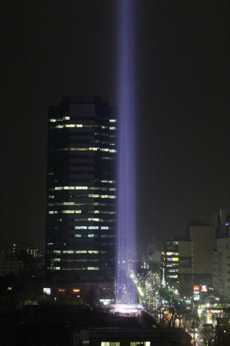 4月1日、桜色の「COSUGI TOWER OF LIGHT」