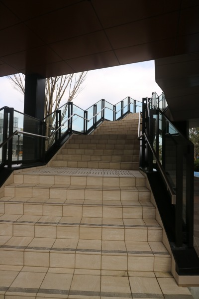 2階デッキへの階段