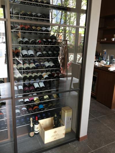 入口のワインセラー