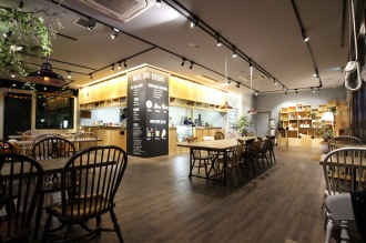 夜の「COSUGI CAFE」