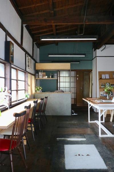 ブックカフェ「COYAMA」の店内
