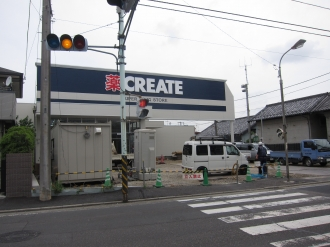 建設中のクリエイト川崎小杉陣屋町店(右側は石橋醤油店)