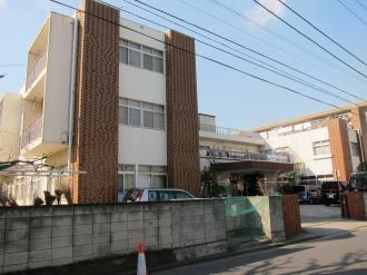 新日本学園の建物