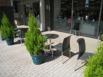 オープンカフェの客席