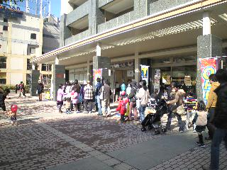 20日朝のデリド武蔵小杉店の行列