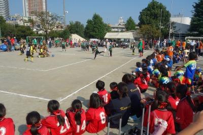 他チームに囲まれ試合が続く。
