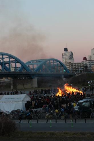 丸子橋近くの「丸子どんど焼き」