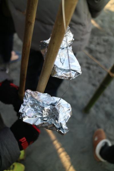 福餅の竿(アルミホイルで包む)