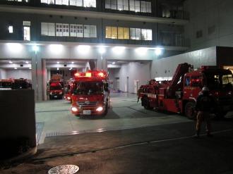中原消防署から出動する消防車