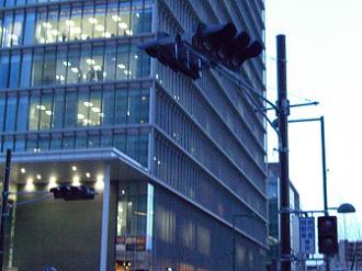 3/11 17:53 新駅前広場の交差点の信号