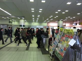 朝の東急武蔵小杉駅