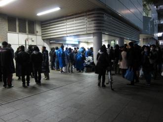 武蔵小杉駅での街頭募金活動