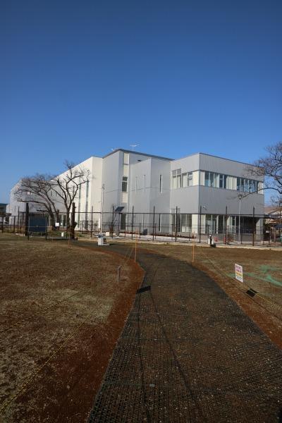 「FUSOグリーンガーデン」から見た川崎市中部学校給食センター