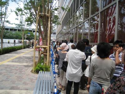 フーディアム武蔵小杉開業時の行列