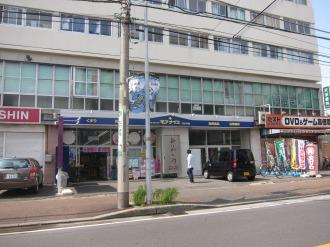フィットケアデポ上小田中店の向かい側の「モアナイス」