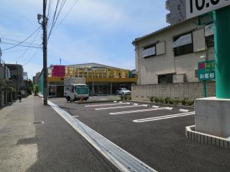 フィットケアデポ上小田中店の駐車場・駐輪場