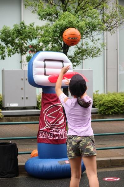 川崎ブレイブサンダースのバスケットボール体験