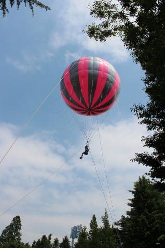 ジャンピングバルーンで空中散歩