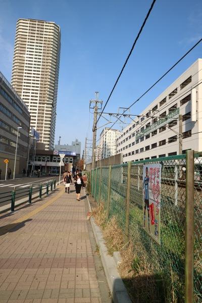 JR武蔵小杉駅付近の南武線沿い
